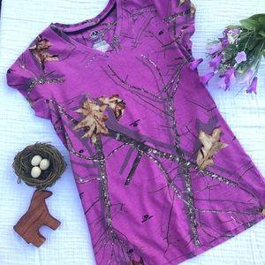 Mossy Oak purple print V neck Tee